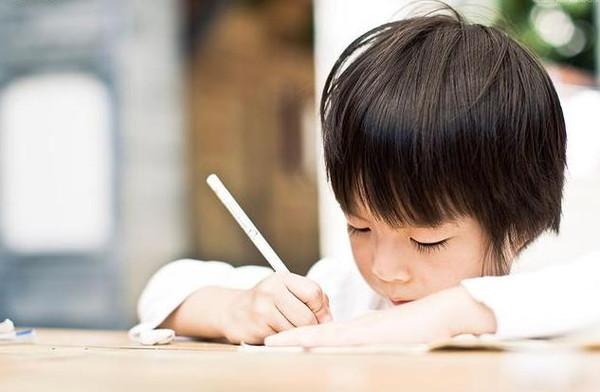 陪娃写作业-陪孩子做作业就是抓习惯,父母再不明白就晚了图片