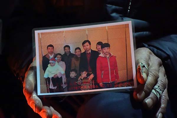 2015年年底,薛开云家拍的全家福。
