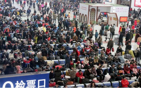 外媒关注中国春运返程高峰:寒潮致行程延误
