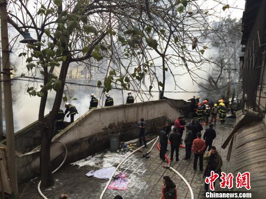 重庆渝中区一民房起火 幸无人员伤亡(图)