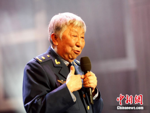 阎肃当选《感动中国》2015年度人物(图)