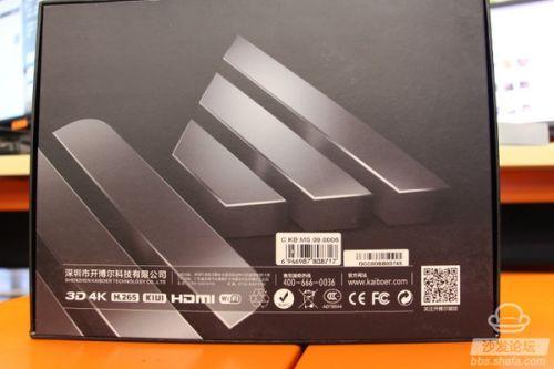 打开外包装后就是4K蓝光播放器开博尔Q9次世代的主机与遥控器了,HDMI高清数据线与电源都包裹在下层<b
