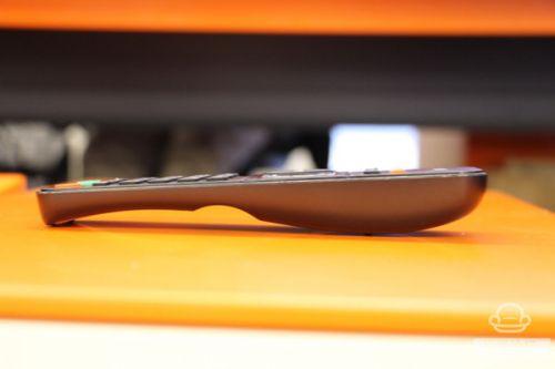 除了遥控器,开博尔Q9次世代的机身正面也有简单的四向导航、确定与开关机按键,即使不用遥控器也能进行简单的操控。