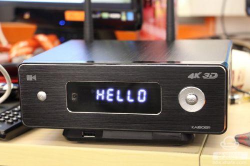 接下来了解一下4K蓝光播放器开博尔Q9次世代的软件系统,其深度定制的KIUI界面提供了非常简约的用户操作体验。主界面包含有媒体中心、视频、音乐、游戏、其他应用、应用管理、浏览器、HDMI in,与设置这几个主要版块。不同的版块都推荐了不同的应用。
