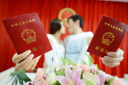 中国大妈称逼婚和养狗配种没区别 网友纷纷点赞