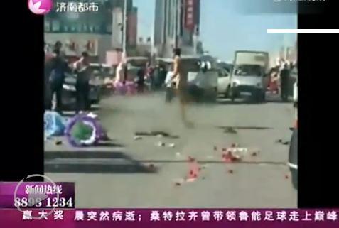 济南大四男生被曝向教师表白遭拒 当街裸滚(图)