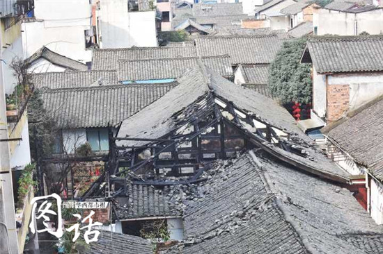 成都邛崃一老旧民房突发大火 已发现4具遗体