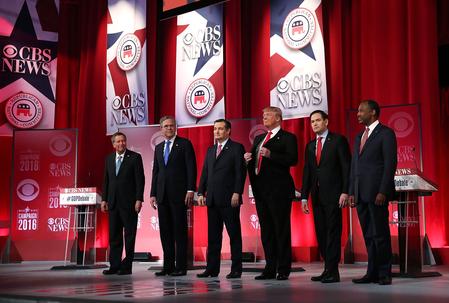 2月13日,6位共和党大选参选人出席在南卡州举行的电视辩论会。从左至右分别为:卡西奇、杰布、科鲁兹、特朗普、卢比奥和卡森。