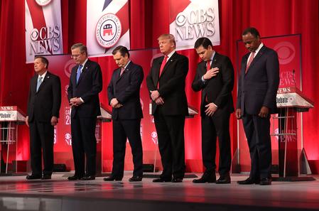 电视辩论开始前,6位共和党候选人为当日离世的美国联邦最高法院大法官安东宁?斯卡利亚(Antonin Gregory Scalia)默哀。