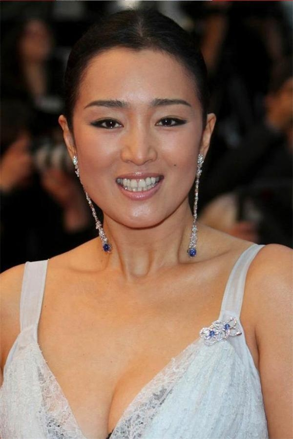两届中国电影金鸡奖最佳女主角,第26届香港美女金像奖最佳女主角等多最是电影主持人她央视图片