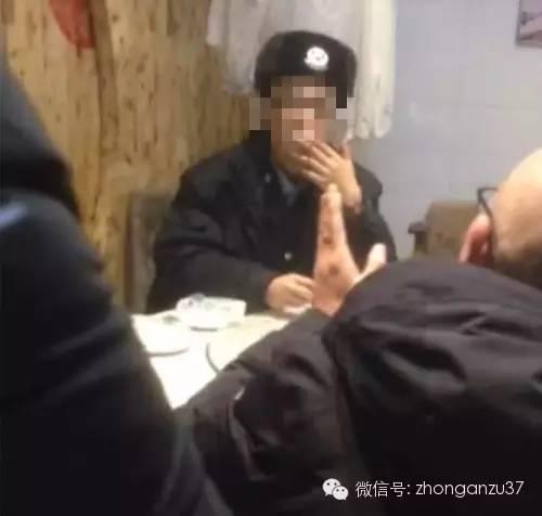 针对店家拿出签字的菜单,今天陈先生在接受媒体采访时仍表示签字造假。