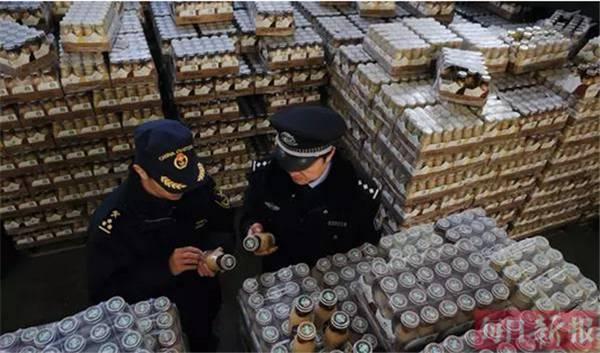 海关拍卖4万多瓶走私星巴克咖啡 女子19万拍下
