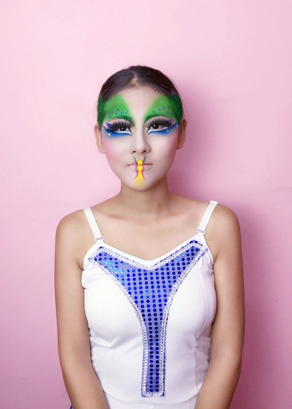 郭纪军:傣族孔雀舞妆的画法