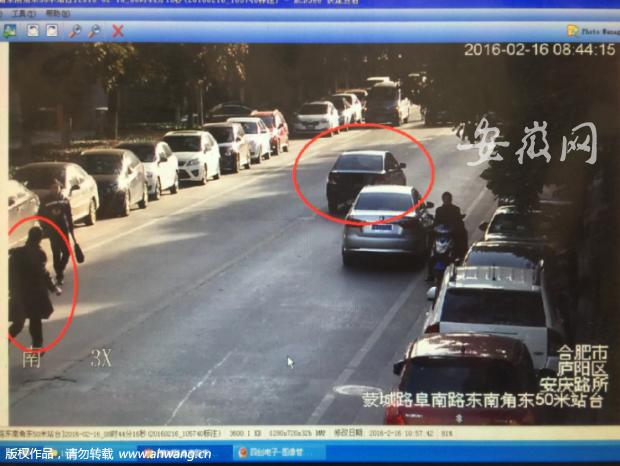 现场监控视频, 画面左边的魏普龙正在追车。