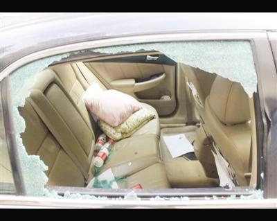 男子车内4万被盗 发帖寻物又被敲诈4900