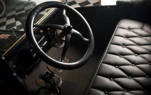 为什么油门和刹车都归右脚 管理图片