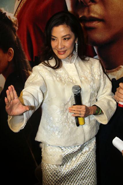 《卧虎藏龙2》抵沪 杨紫琼被问婚期:正在选日子