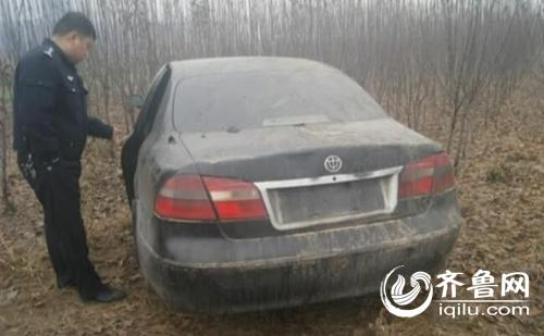 肇事司机将轿车扔在了偏僻的树林里。