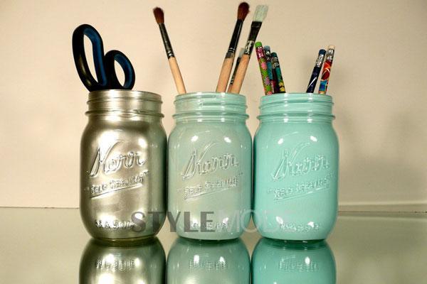 文艺风十足的梅森罐很是吸引人眼球,家里常备几个大小差不多的梅森罐,作为客用杯,来你家做客的朋友会觉得这很酷,并且还可以自制饮料,非常富有生活气息。