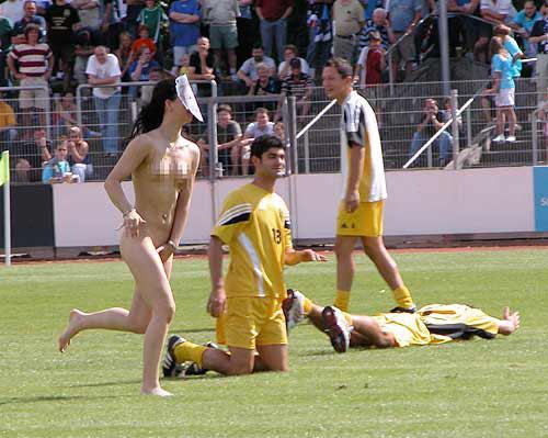 足球场上那些著名的裸奔(组图)