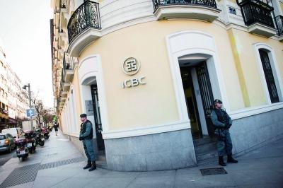 西班牙国民警卫队控制了工行马德里分行的出入口图/IC