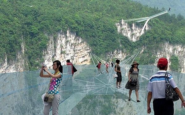 菏泽粮库7人掩埋-张家界大峡谷全透明桥模拟图 张家界大峡谷全透明桥 号称世界最长...图片 98671 600x372