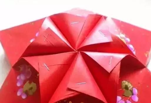 用另外6个红包封制作灯笼的下半部