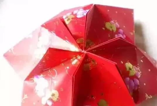 同样方法,用另外6个红包封制作灯笼的下半部