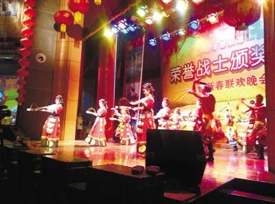 """驻藏某部队举办第二届""""荣誉战士""""颁奖典礼暨春节联欢晚会"""
