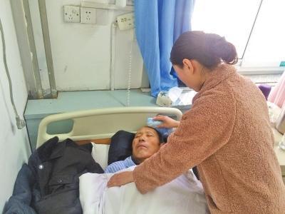 老人到医院输液被护士错输了血 血型不配全身打寒颤