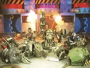 主场机器人合影:火龙、天蝎、机器头、橡皮虫、骑士与裁判消防员