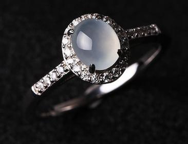 佩戴翡翠戒指都有什么寓意呢图片