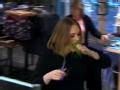 《艾伦秀第13季片花》 S13E105 阿黛尔耍大牌拒付钱 当众吃草称像小鹿