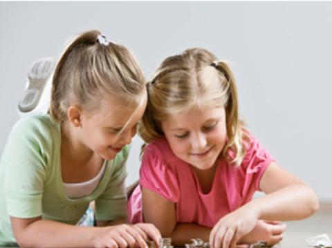 实拍4岁双胞胎怎样花掉压岁钱【新妈课】