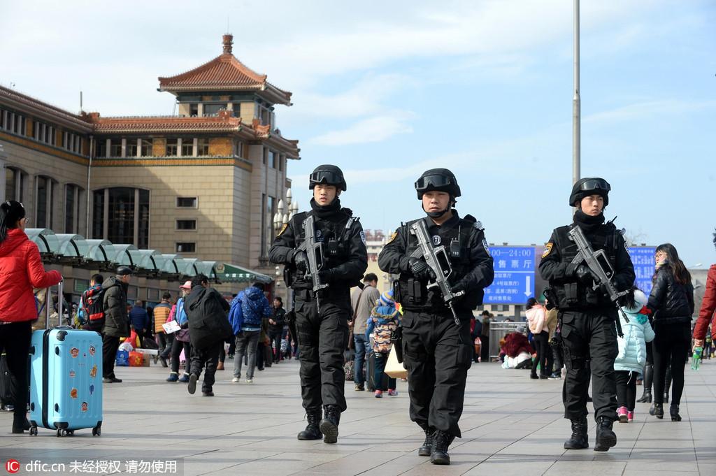揭秘北京铁鹰突击队 负重30公斤巡逻8小时(图)
