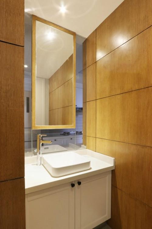 卫生间采用了干湿分离设计,将洗漱区与淋浴区分隔开来.