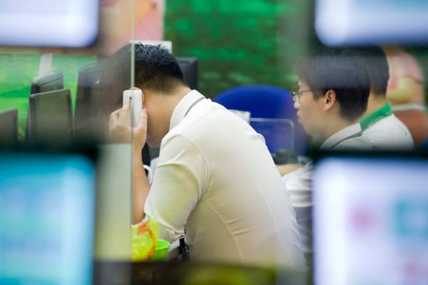 上海二手房数十人抢 中介感慨楼市热度十年未遇