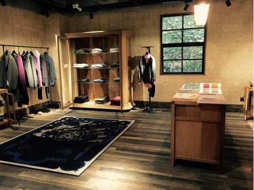 例外男士空间,男士综合生活馆,涵盖了服装,皮具,护理品,机车,创意数码