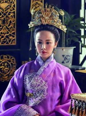 钱皇后的凤冠竟然和一般贵妇人的差不多