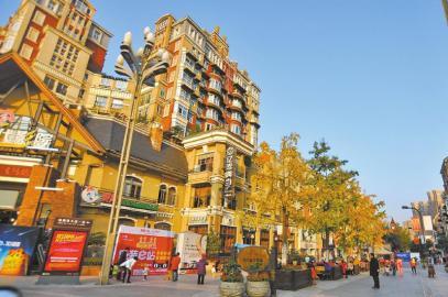 """宜宾""""莱茵河畔""""业主:小区开放后,购物休闲更方便。"""