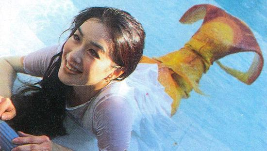 钟丽缇早年于《人鱼传说》中饰演美人鱼