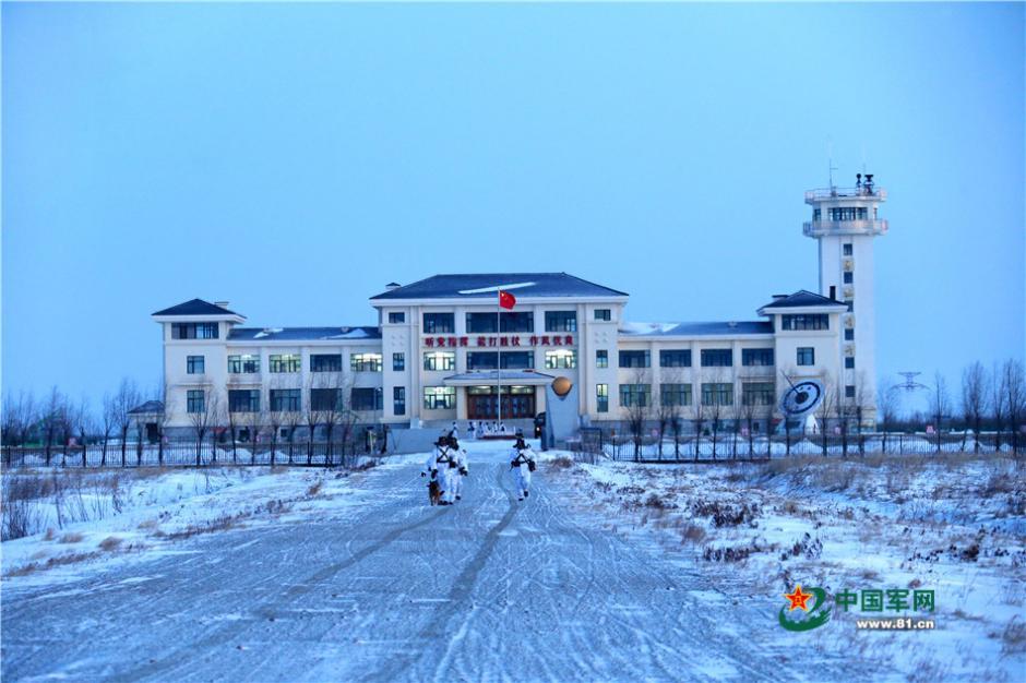 黑龙江省军区边防某团十连驻守在黑瞎子岛上,是祖国陆地最东端的连队.