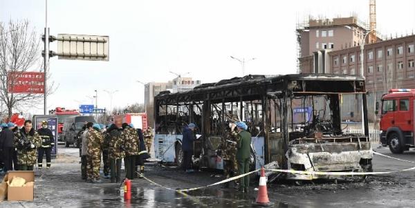 被烧毁的银川301路公交车。
