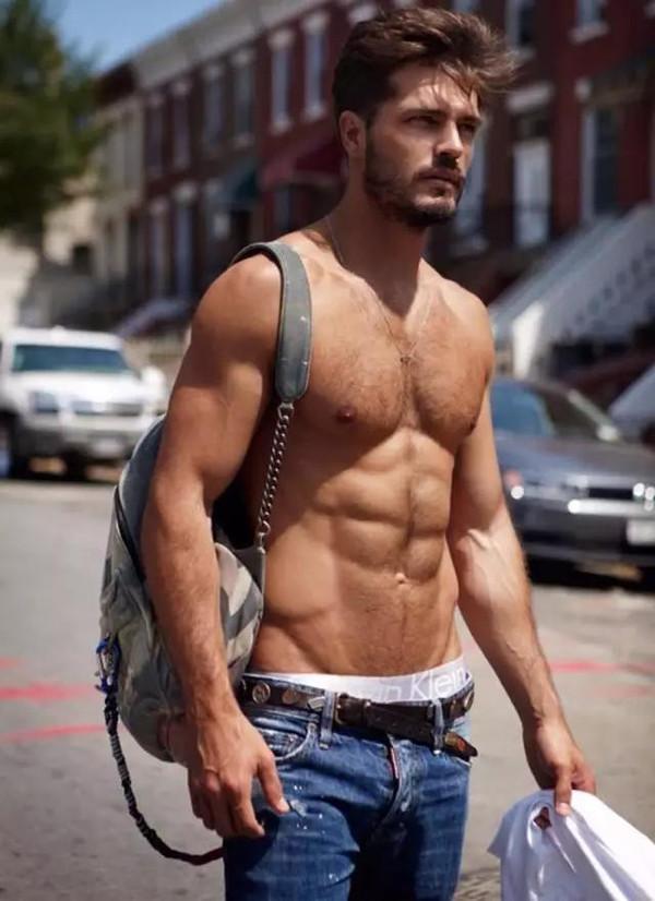 男生腹肌的照片真人_不愿意去健身房的懒男人怎么拥有8块腹肌