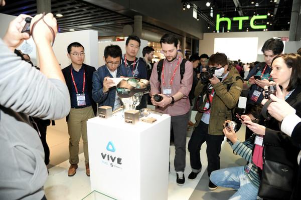 HTC Vive消费者版实物与现场展台图