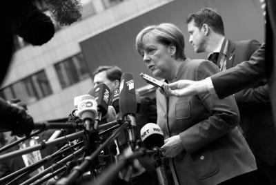 2月18日,在位于比利时首都布鲁塞尔的欧盟总部,德国总理默克尔接受媒体采访。新华社发