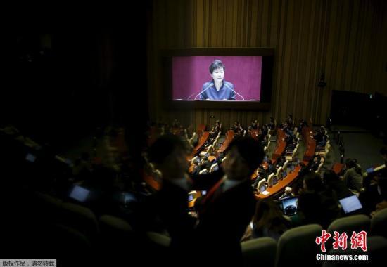 """资料图:当地时间2016年2月16日,韩国首尔,韩国总统朴槿惠在国会发表演说,朴槿惠在演说中谴责朝鲜发起""""极端挑衅""""。 视频:朝鲜称美韩军队若有异动将先发制人来源:央视新闻"""