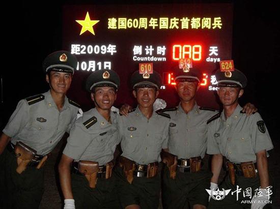 资料图:杜宏生前参加阅兵训练剪影