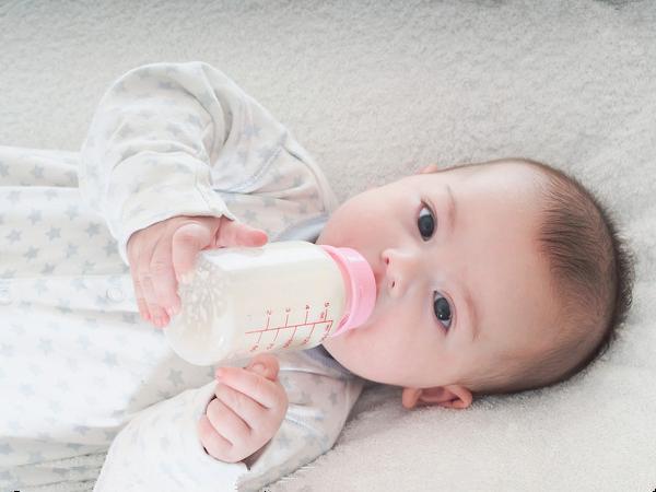 宝宝不吃奶瓶的解决方法