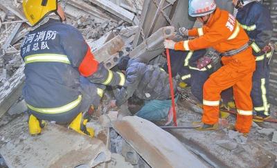 消防胡匪紧迫施救被埋开工职员